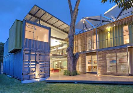 Bydlení v přepravních kontejnerech může být úsporné i luxusní