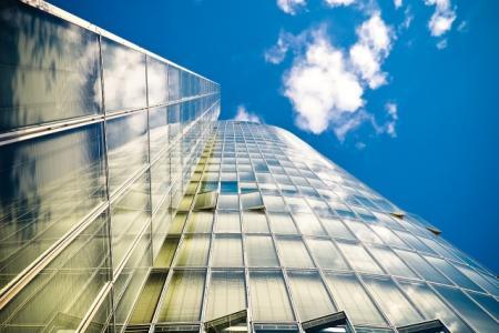 Ceny nemovitostí by neměly v roce 2017 růst tak výrazně jako letos, hypotéky budou méně dostupné