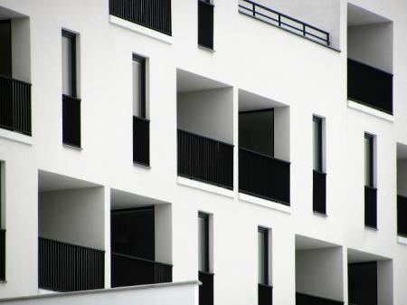 Developeři v Praze prodali v prvním čtvrtletí o 14% méně nových bytů než před rokem
