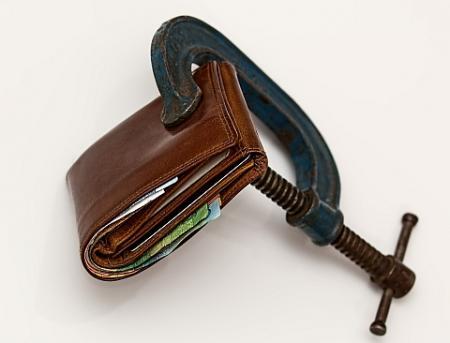 Hypotéky zdražují, domácnosti si letos za bydlení připlatí