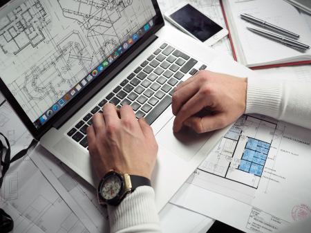 Jaké jsou hlavní povinnosti stavebníka při přípravě a provádění stavby?