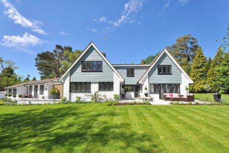 Kupujete dům k rekonstrukci na hypotéku? Připravte si více peněz z vlastních úspor