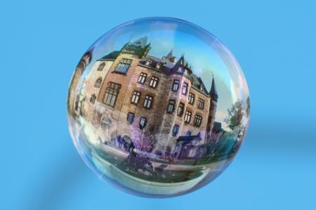 Příjmy rostou pomaleji než ceny nemovitostí. Nafukuje se cenová bublina?