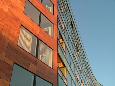 Pomohou novému rekordu na trhu nových bytů kurzové intervence ČNB?