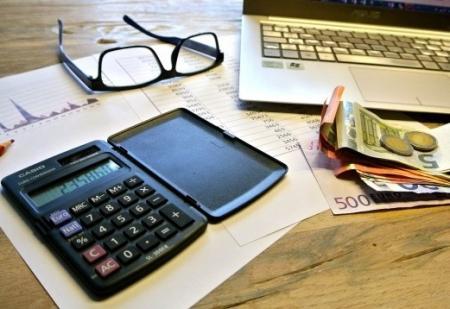 Rozpočtový výbor podpořil návrh, aby daň z nabytí nemovitosti platili pouze kupující