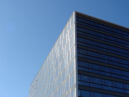 Stát plýtvá penězi na administrativních budovách. Projekt CRAB se zatím neosvědčil