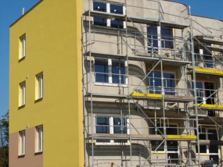 Stavebnictví v ČR: padá a padá