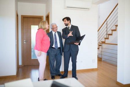 Svěřit prodej nemovitosti raději jedné, nebo více realitním kancelářím?
