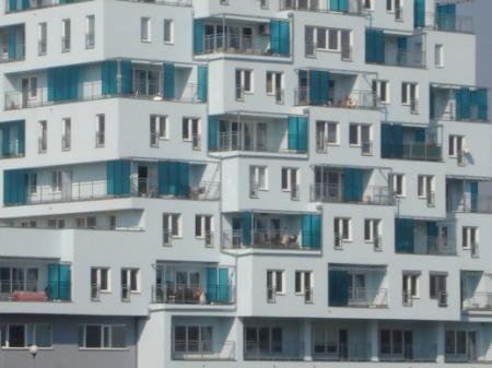 Velké byty přestávají zlevňovat